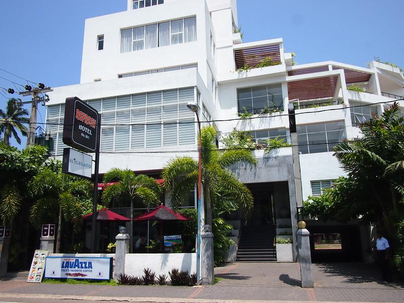 P2229130-refresh-hotel.JPG