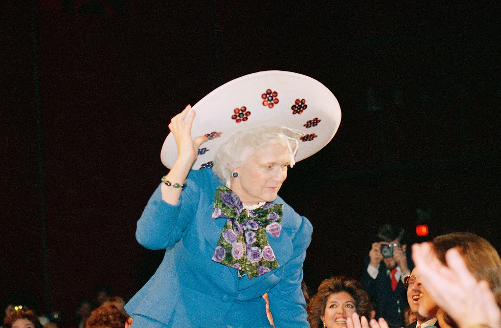 """. First lady Barbara Bush dons a giant sombrero which was given to her by her daughter Noel after performing with a mariachi band, Thursday, Jan. 19, 1989 in Washington. Mrs. Bush was attending """"A Salute to Barbara Bush."""" (AP Photo/Scott Applewhite)"""