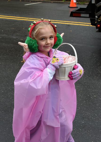 This young lady was dressed for the weather. (Bill Giduz photo)