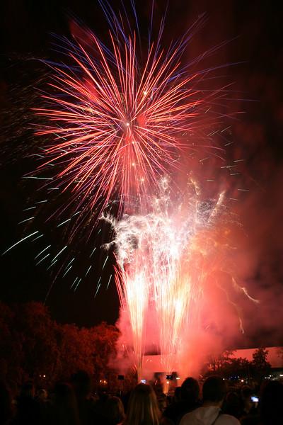 2007_1102putneyfireworks021_edited-1.JPG