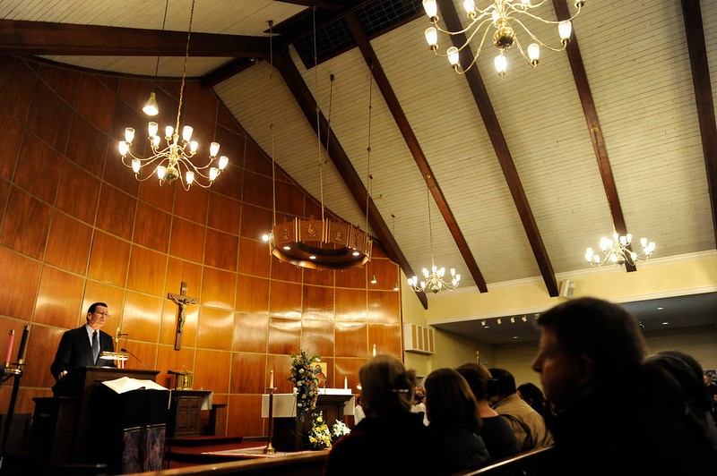 . Dannel Malloy, Governor of Connecticut, during a moment of silence inside the St. Rose of Lima Roman Catholic Church at a vigil service for victims of the Sandy Hook Elementary School shooting that left at least 27 people dead, many of them young children, in Newtown, Connecticut, USA, 14 December 2012. ANDREW GOMBERT/AFP/Getty Images