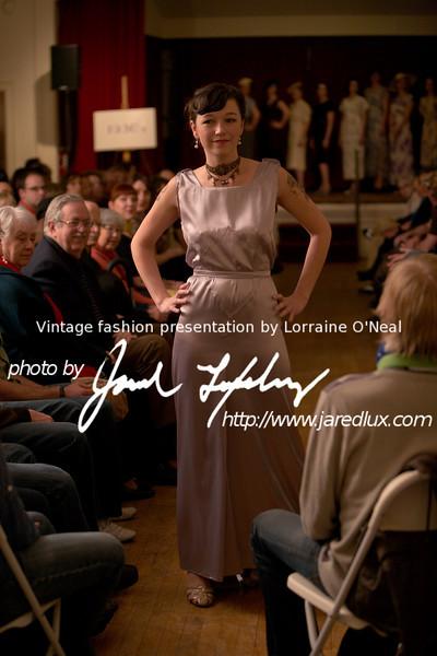 vintage_fashion_show_09_f0928136.jpg