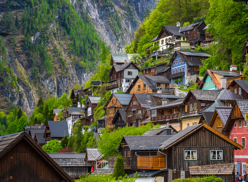 Hallstatt-houses-on-the-slope.jpg
