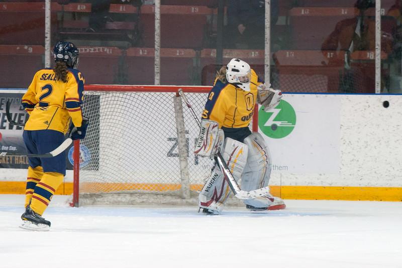 20130310 QWHockeyvsUBC 468.jpg