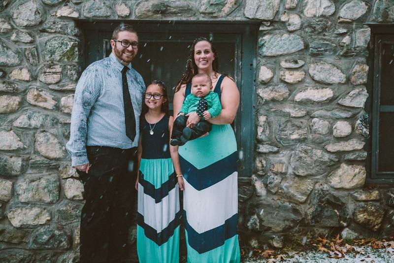 11-27-16 Becky & Douge Family Photo Session Oak Glen in the Snow-9121.jpg