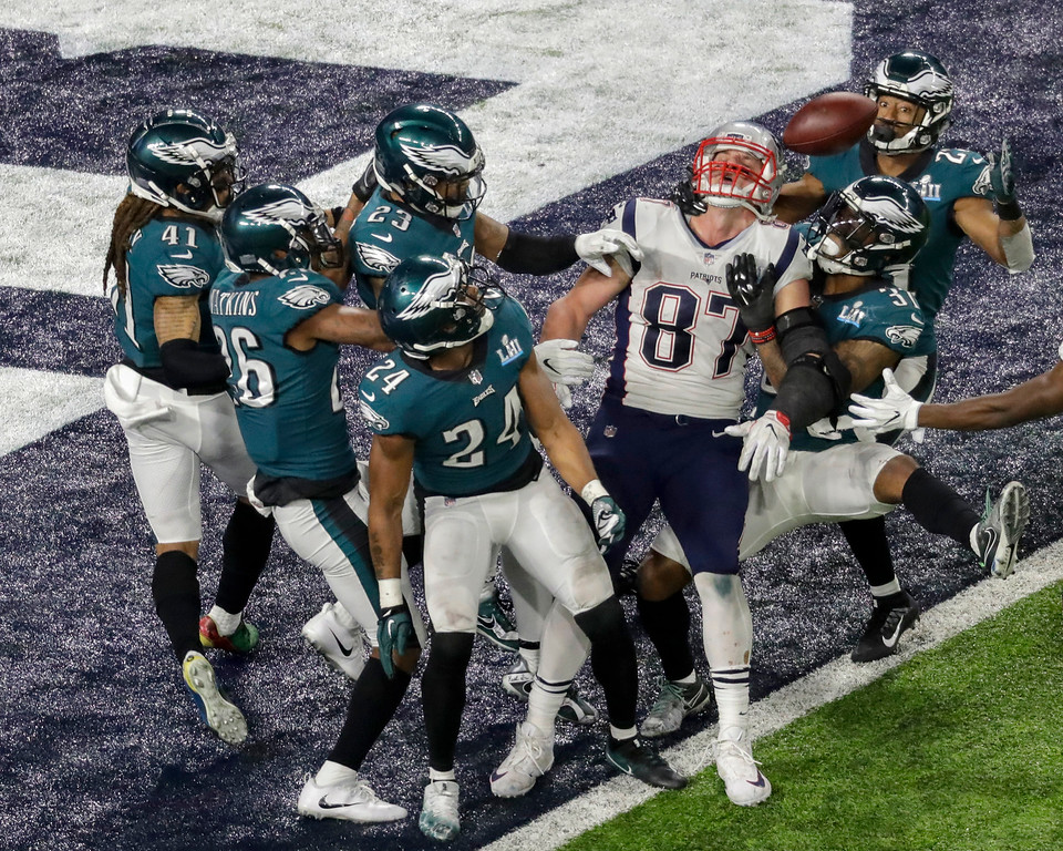 . New England Patriots tight end Rob Gronkowski (87) is unable to catch a pass in the final seconds of NFL Super Bowl 52 football game against the Philadelphia Eagles, Sunday, Feb. 4, 2018, in Minneapolis. (AP Photo/Eric Gay)