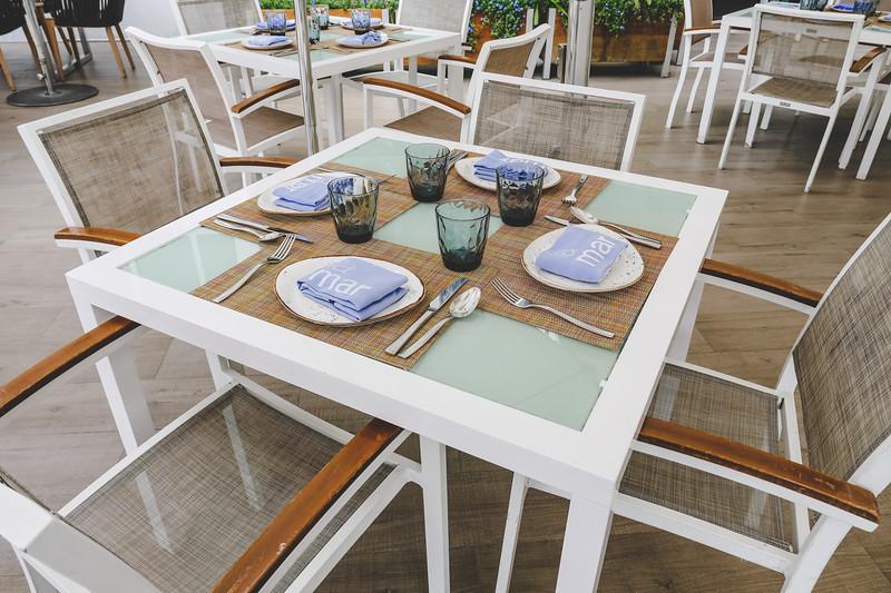 Table setting outside