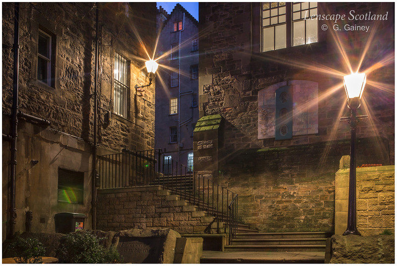 Lady Stair's Close and lamps 1