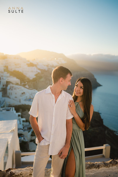 Greece-Photographer-Santorini-Oia-Photography-Destination-Engagement-Film-Photographer-Anna-Sulte-2.jpg