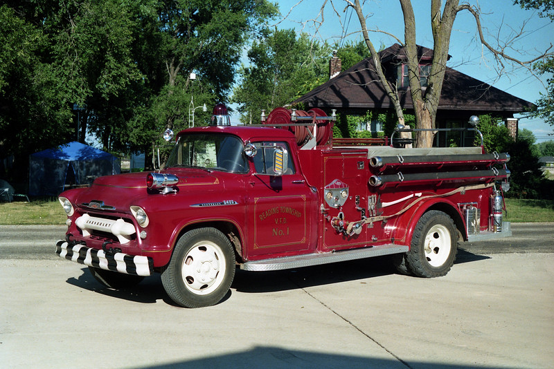 READING  ENGINE 1   1956 CHEVY - CENTRAL  ST.LOUIS  500-500.jpg