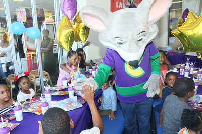 CHUCK E CHEESE'S PHOTOS