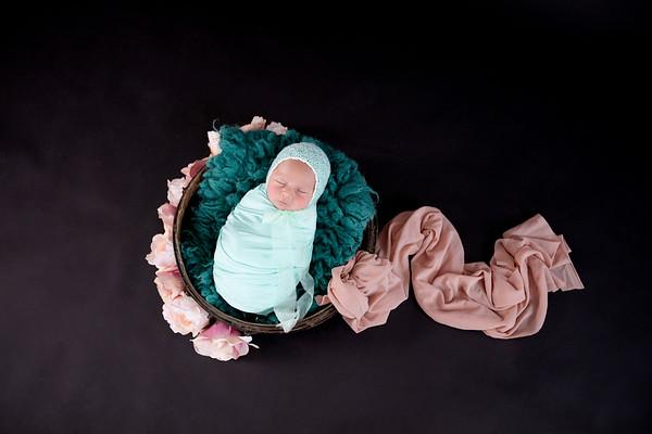 Newborn Iris Maria