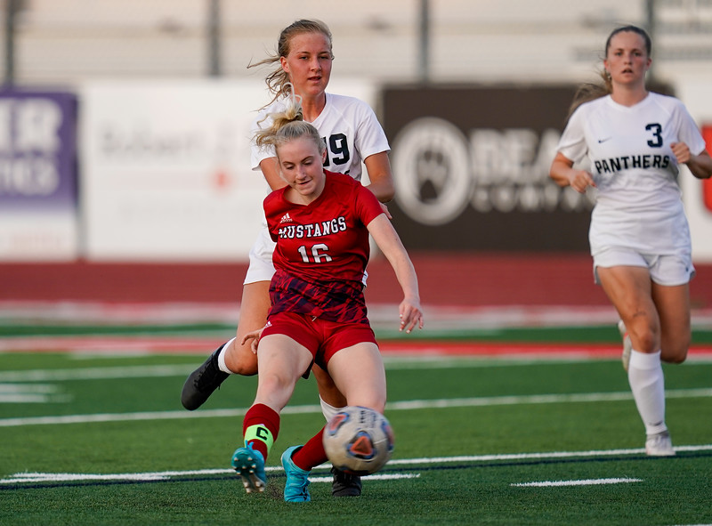 CCHS-vsoccer-pineview1547.jpg