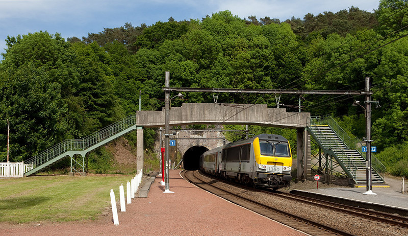 In an almost British scene 1360 pulls an IC-A towards Oostende through the hamlet of Nessonvaux.