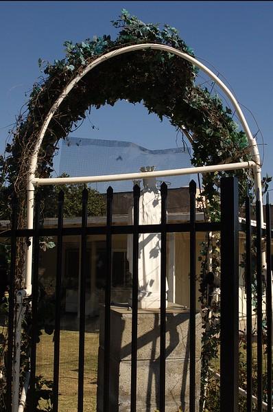 St.Bridget'sChineseCatholicCenter017-StatueAtCorner-2006-9-18