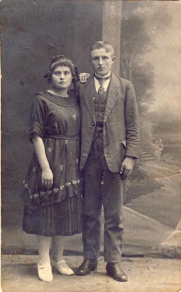 001 Oma Pidt um 1900.JPG
