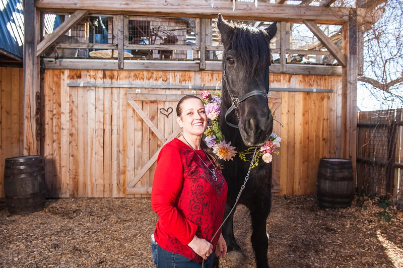 barbwire and lace horse photo shoot Low Resolution-6.jpg
