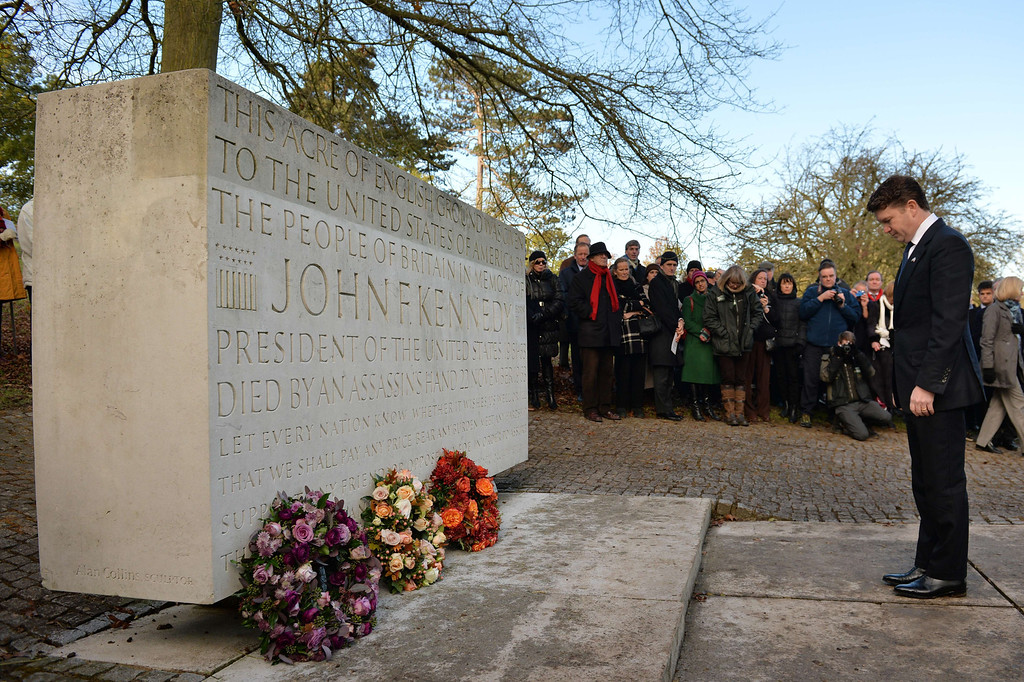 . US ambassador Matthew Barzun lays a wreath during a memorial service for former US President John F Kennedy in Runnymede, Surrey on November 22, 2013, to mark the 50th anniversary of his assassination. AFP PHOTO / BEN  STANSALL/AFP/Getty Images
