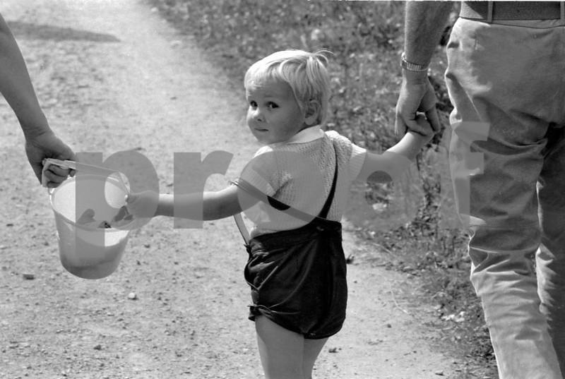 Child hold hand 6971.06+.39.jpg