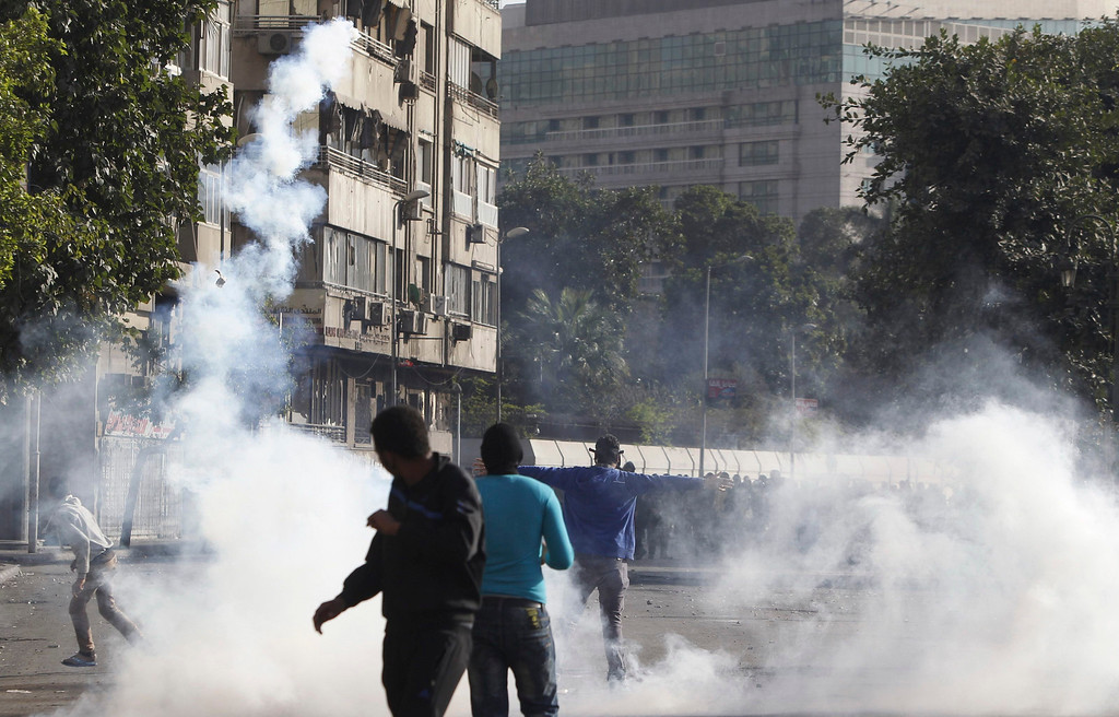 . Protesters, who oppose Egyptian President Mohamed Mursi, flee from teargas released by riot police during clashes along Qasr Al Nil bridge, which leads to Tahrir Square in Cairo March 9, 2013. REUTERS/Amr Abdallah Dalsh