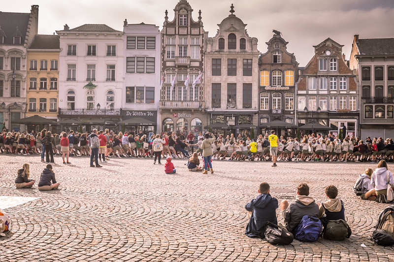 """In Mechelen town square, the """"Scouts"""" or their version of it, doing a huge tug of war"""