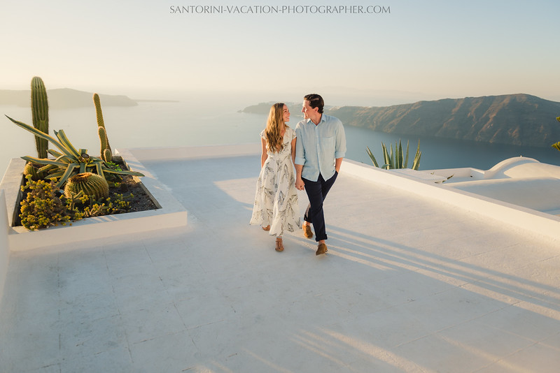 santorini-sunset-photo-session-couples-shoot--3.jpg