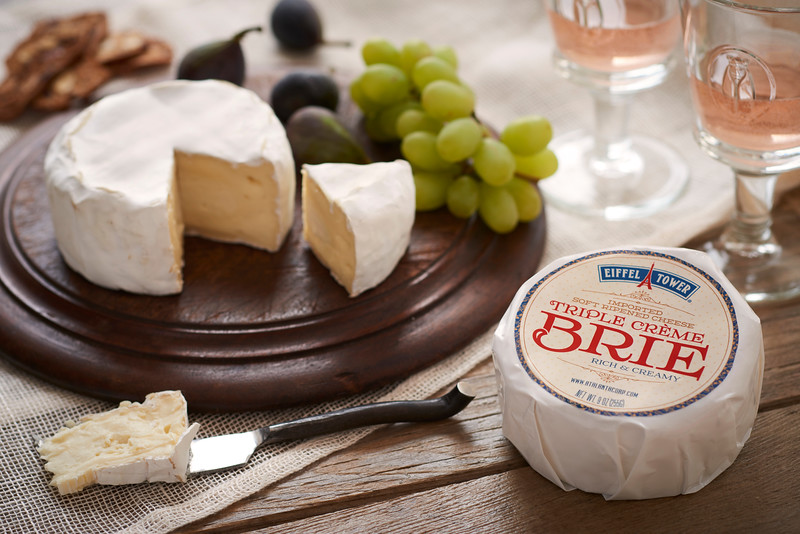 Triple_Creme_Brie_9oz_with_Label_Horizontal_026.jpg