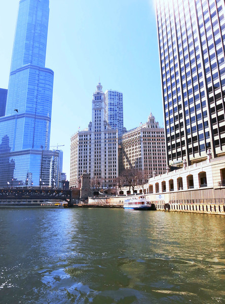 14-Trump Hotel and Tower and Michigan Ave bridge (left); Wrigley Building (center)