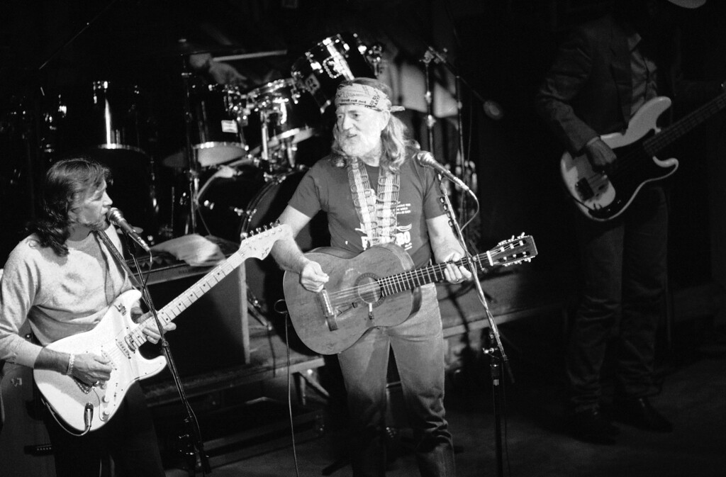 . Willie Nelson sings in a special concert, Wednesday, April 17, 1986 in Chicago to raise money for scholarships to the School of the Chicago Art Institute. About 1,000 people attended the $200-a-ticket concert. (AP Photo/Charles Bennett)
