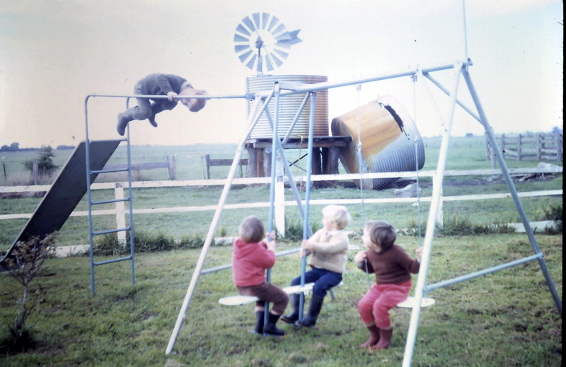 1968-6-13 (14) David 4 years, Robyn 2 years, Susan 2 years, Kim 4 years.JPG