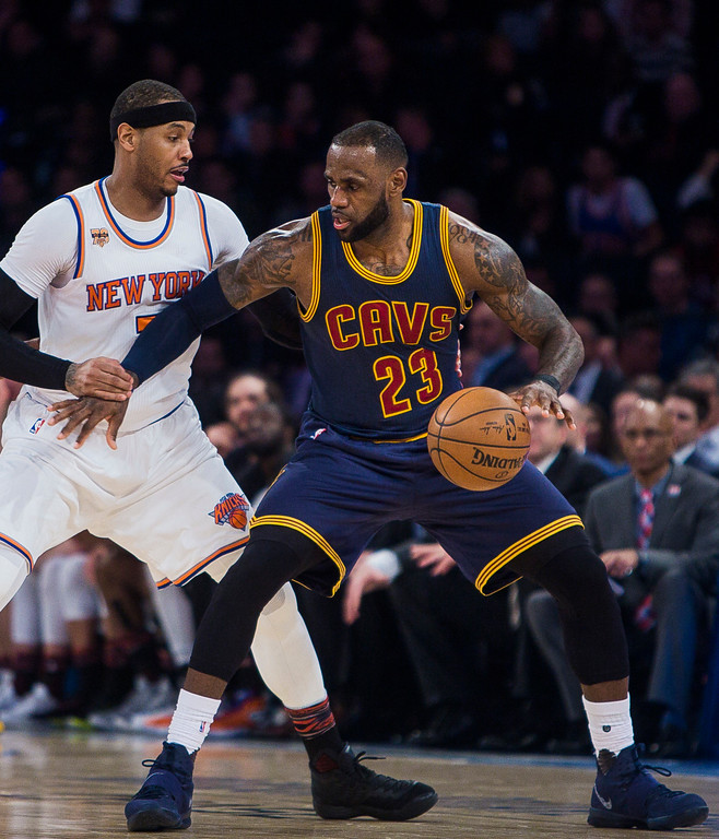 . New York Knicks\' Carmelo Anthony, left, guards Cleveland Cavaliers\' LeBron James during the second half of an NBA basketball game, Saturday, Feb. 4, 2017, in New York. (AP Photo/Andres Kudacki)