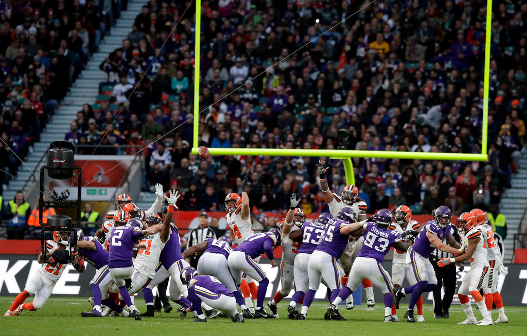 . Minnesota Vikings place kicker Kai Forbath (2) kicks a field goal during the second half of an NFL football game against Cleveland Browns at Twickenham Stadium in London, Sunday Oct. 29, 2017. (AP Photo/Matt Dunham)