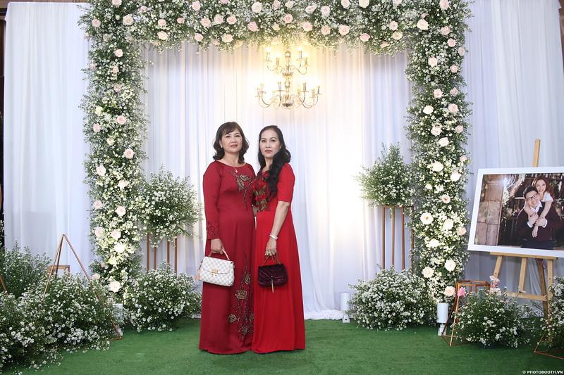 Vy-Cuong-wedding-instant-print-photo-booth-in-Bien-Hoa-Chup-hinh-lay-lien-Tiec-cuoi-tai-Bien-Hoa-WefieBox-Photobooth-Vietnam-016.jpg