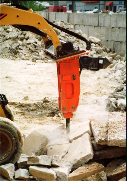 NPK E203 hydraulic hammer on Cat skid steer (Carr Bros 7-23-01) (4).JPG