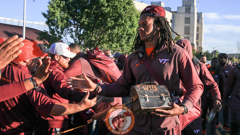 LB Tremaine Edmunds carries the lunchpail on the team walk to the locker rooms. (Mark Umansky/TheKeyPlay.com)
