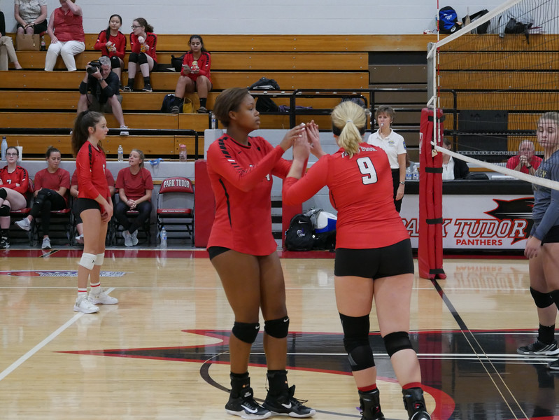 2018_9_17_Varsity VB v Warren Central_ - 19.jpg