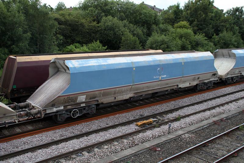 HKA 300639 passes Knottingley on 6E56 Tunstead-Milford 19/06/12