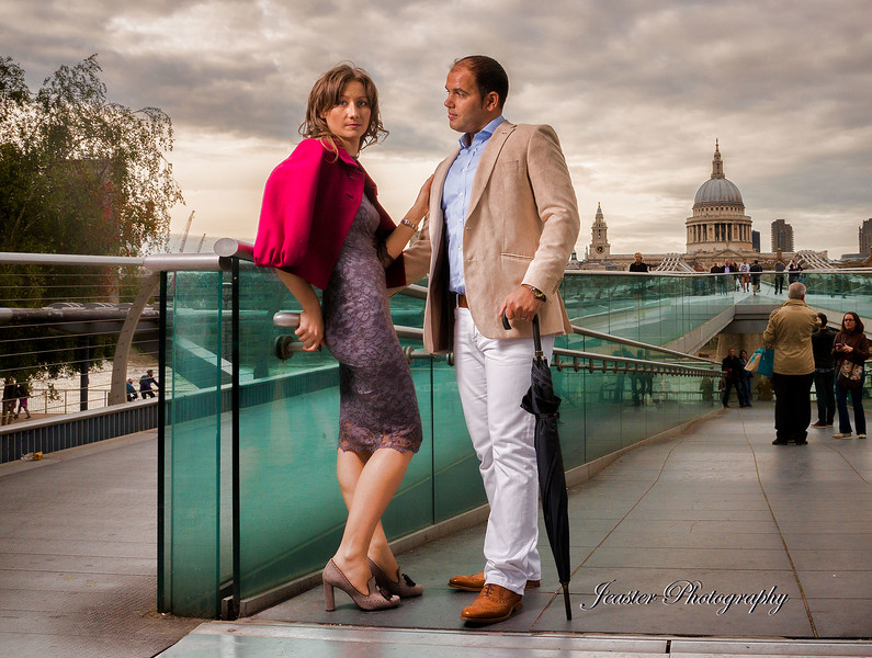 millennium-bridge-couples-portraiture-jeaster-photography.jpg