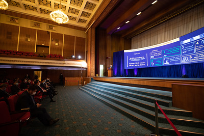"""Монгол Улсын Ерөнхий сайд Л.Оюун-Эрдэнэ """"Эрүүл мэндээ хамгаалж, эдийн засгаа сэргээх 10 их наядын цогц төлөвлөгөө""""-гөө танилцуулж байна"""