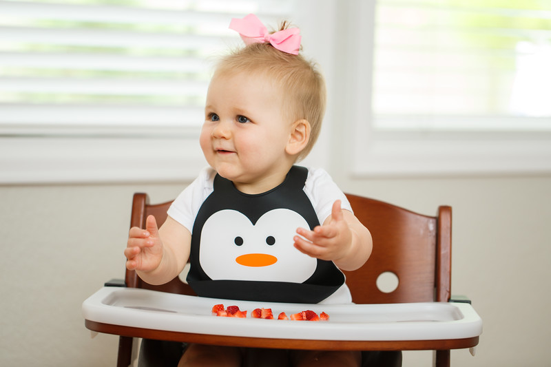 Make_My_Day_Bib_Penguin_lifestyle (4).JPG
