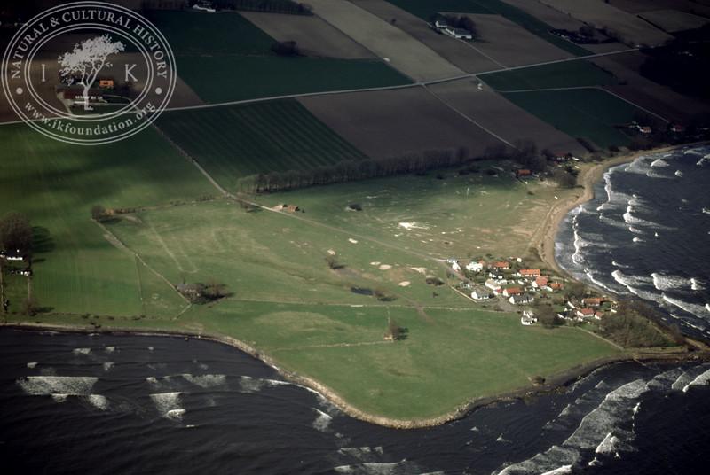 Gislövshammar with coastline (4 May, 1989). | LH.0449
