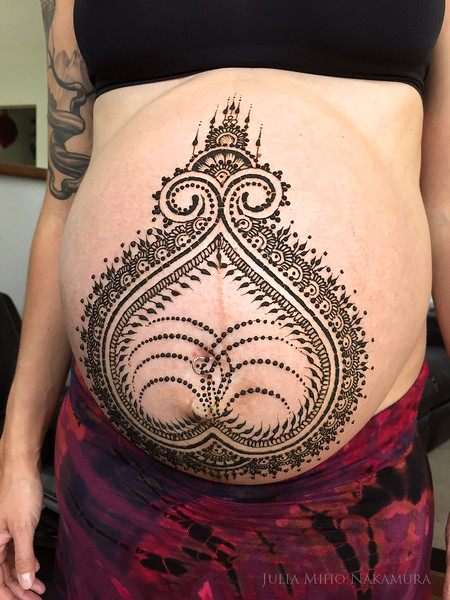 Pregnant belly henna