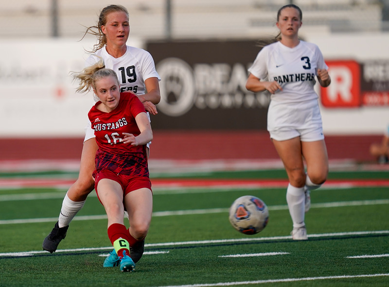 CCHS-vsoccer-pineview1548.jpg