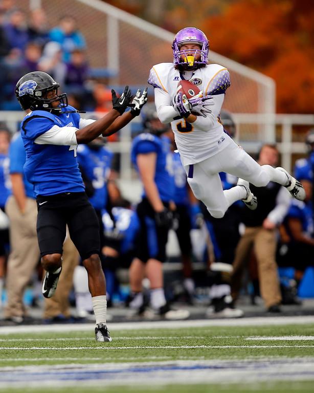 . Tennessee Tech defensive back Luke Woodason (31) tries to intercept a pass intended for Eastern Illinois wide receiver Keiondre Gober (4) during the first half of an NCAA college football game at O\'Brien Field Saturday, Nov. 2, 2013, in Charleston, Ill. (AP Photo/ Stephen Haas)