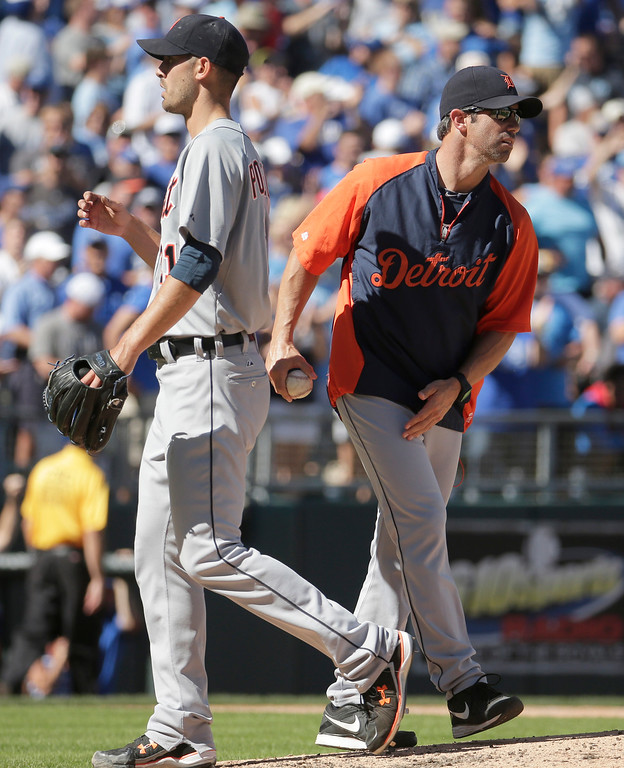 . Detroit Tigers manager Brad Ausmus takes the ball from starting pitcher Rick Porcello as he makes a pitching change during the fourth inning of a baseball game against the Kansas City Royals, Sunday, Sept. 21, 2014, in Kansas City, Mo. (AP Photo/Charlie Riedel)
