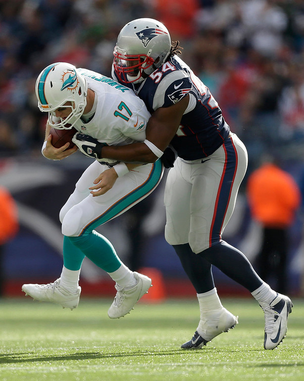 . New England Patriots outside linebacker Dont\'a Hightower (54) sacks Miami Dolphins quarterback Ryan Tannehill (17) in the third quarter of an NFL football game Sunday, Oct. 27, 2013, in Foxborough, Mass. (AP Photo/Steven Senne)