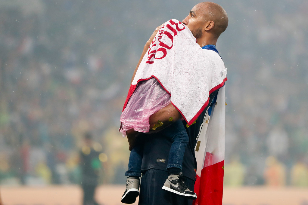 . France\'s Steven Nzonzi cover a child with a towel after final match between France and Croatia at the 2018 soccer World Cup in the Luzhniki Stadium in Moscow, Russia, Sunday, July 15, 2018. (AP Photo/Natacha Pisarenko)