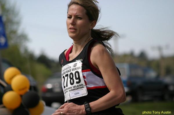2004 Sooke River 10K - Helena Watling finishing up her training for the Boston Marathon