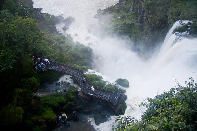 iguazu-looking-down-at-people_6047233625_o.jpg