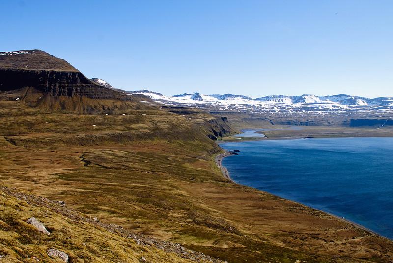 Horft inn Hornvíkina. Dögunarfell og Hafnarós
